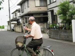 来月6月1日から道路交通法が改正! 自転車運転中のスマホ操作は違反になります!