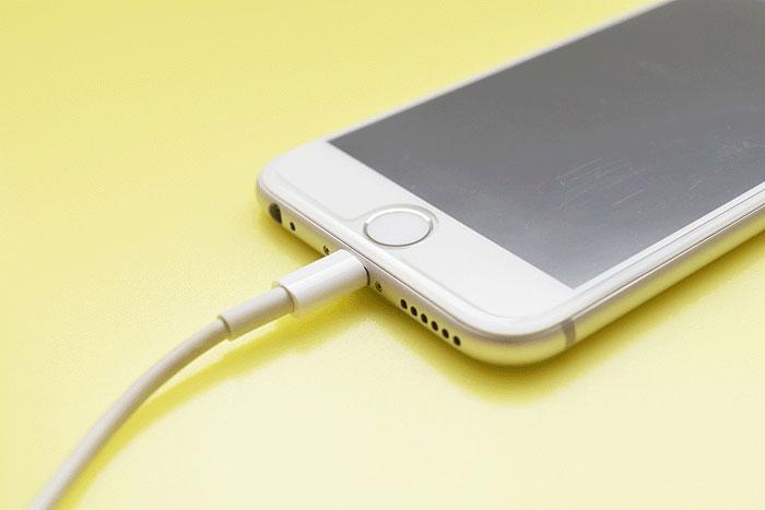 バッテリーの減りが早い!? iPhoneのバッテリーを長持ちさせる技 10選